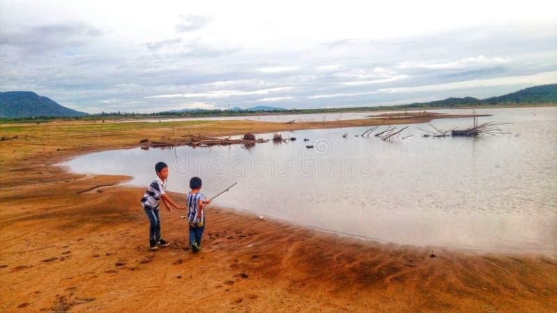 Jeziorny widoku krajobraz, dzieci i obrazy royalty free