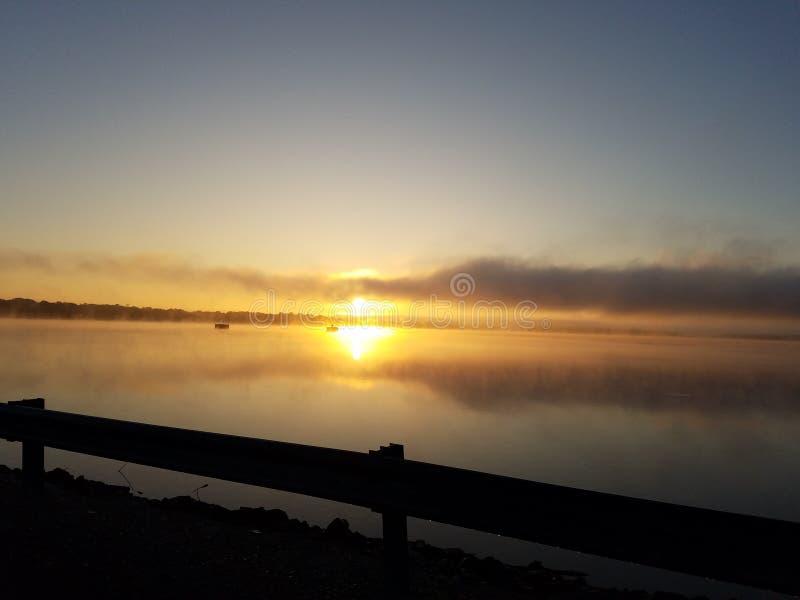 Jeziorny wschód słońca obraz stock