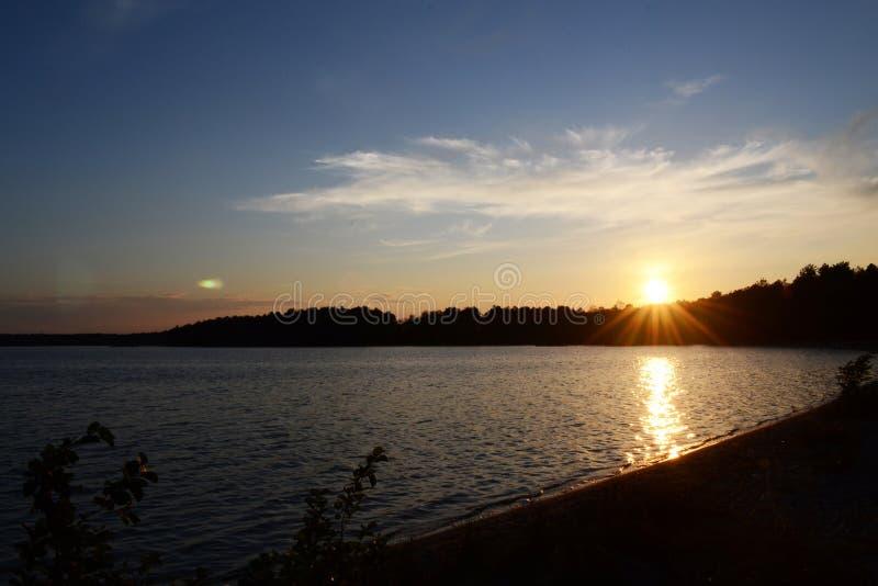 Jeziorny zmierzch zdjęcie royalty free