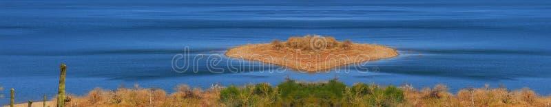 jezioro bezludnej wyspy obraz stock