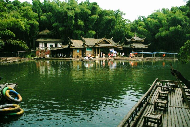 Jezioro budynek fotografia stock