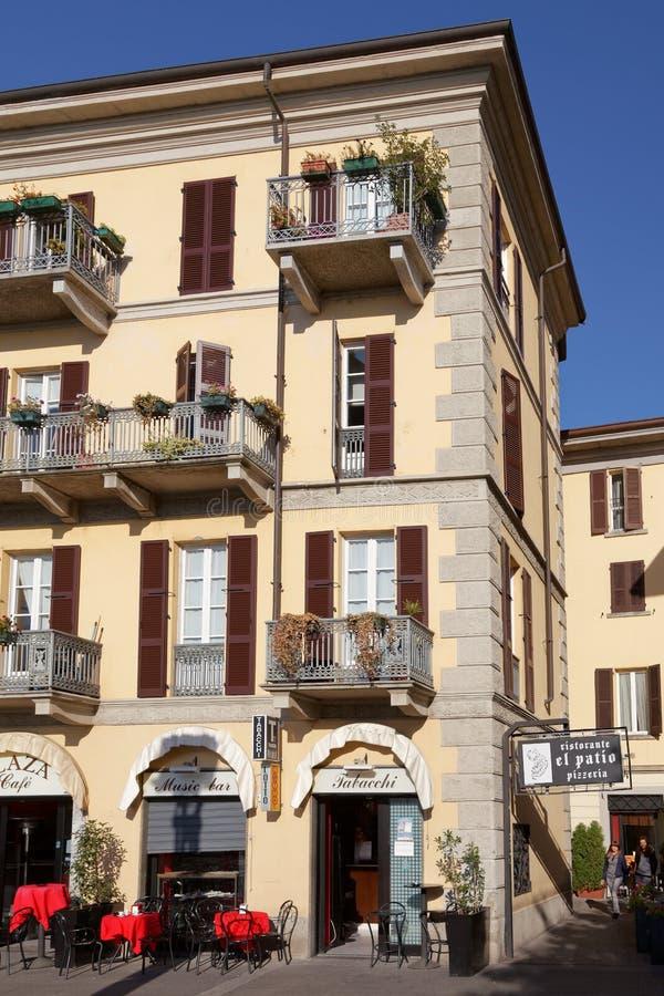 JEZIORO COMO, ITALY/EUROPE - PAŹDZIERNIK 29: Uliczna scena w Lecco Ita obraz royalty free