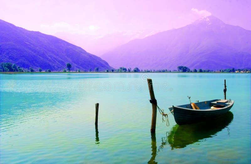 jezioro cumujący łodzi zdjęcie stock
