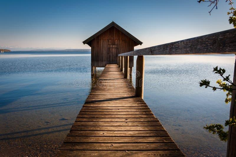 Jezioro dom w Stegen jest Ammersee w Bavaria Niemcy zdjęcia stock