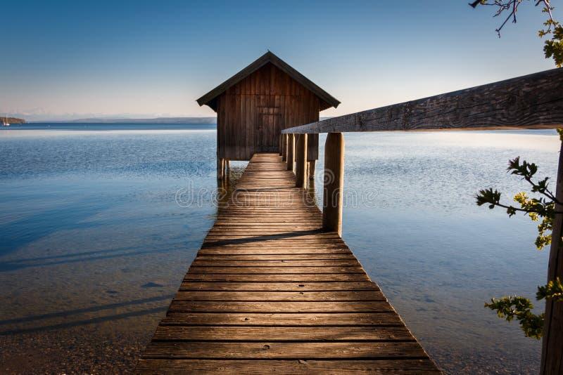 Jezioro dom w Stegen jest Ammersee w Bavaria Niemcy obraz stock