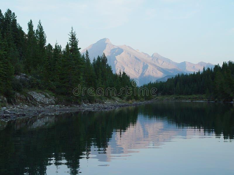 jezioro górski odbicie słońca zdjęcia stock