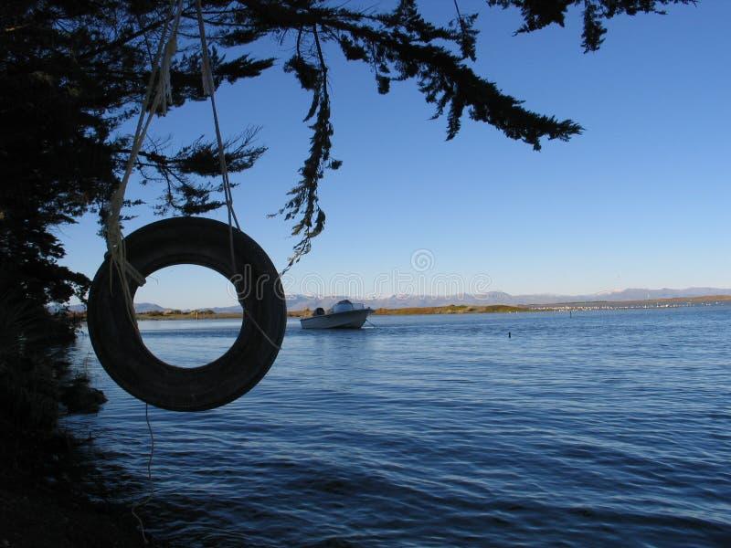 jezioro huśtawkowa opony obraz stock
