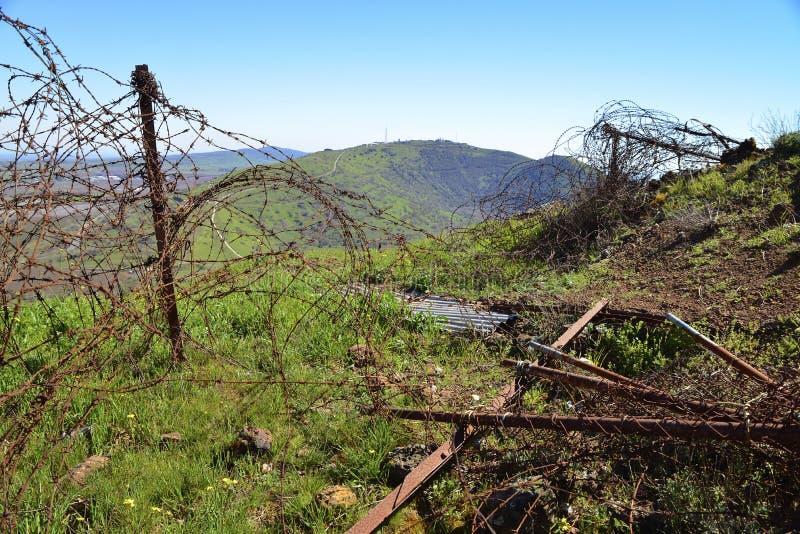Jezioro i łąki w wzgórze golan sIsraeli - syryjczyk granica obraz royalty free