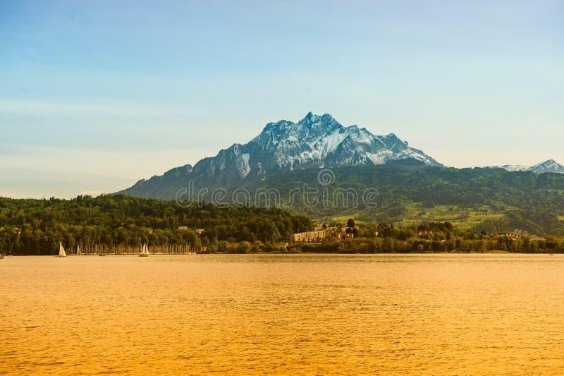 Jezioro i góra obraz royalty free