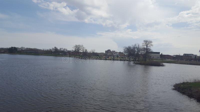 jezioro i niebo obrazy stock