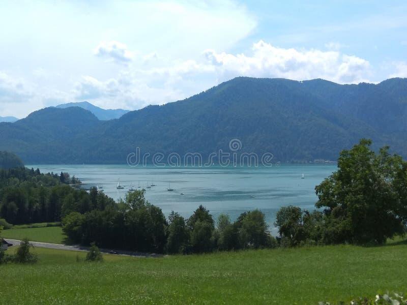 Jezioro i widok górski zdjęcie royalty free
