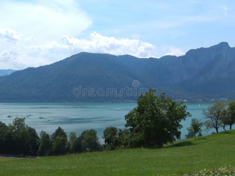 Jezioro i widok górski zdjęcia royalty free