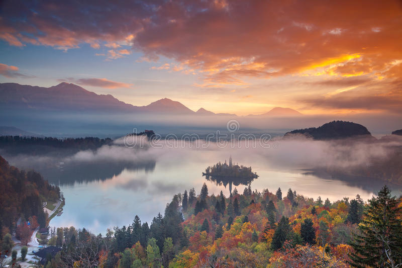 Jezioro Krwawiący w jesieni obraz stock