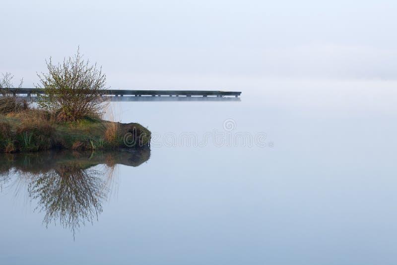 jezioro mglisty zdjęcia royalty free