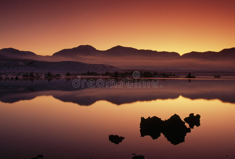 jezioro mono sceniczny kalifornii sunset usa fotografia stock