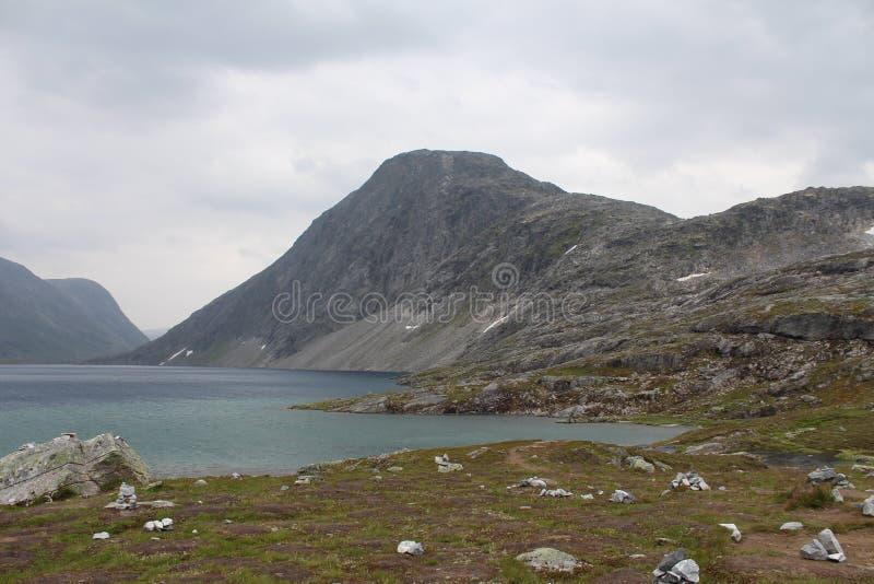 Jezioro na przepustce góra Norwegia fotografia royalty free