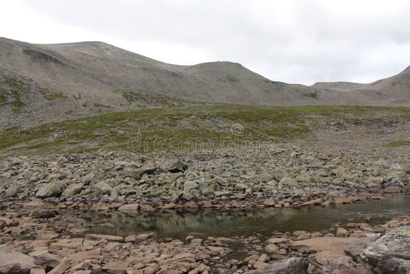 Jezioro na wierzchołku góra zdjęcie stock
