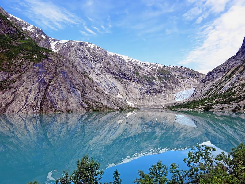 Jezioro Nigardsbreen w Norwegia i lodowiec zdjęcia stock