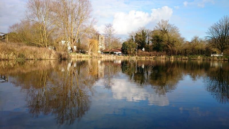 jezioro odzwierciedlający obrazy stock