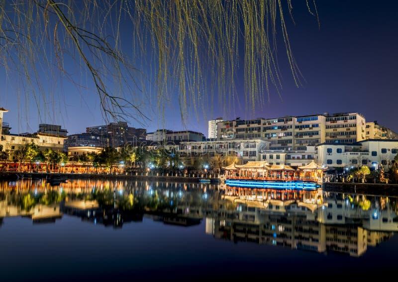 Jezioro pawilonu pawilonu parka noc zdjęcia royalty free