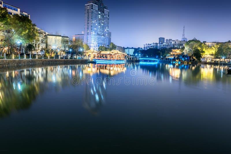 Jezioro pawilonu pawilonu parka noc obrazy stock
