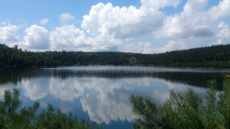 Jezioro Pierre Percee w Lorraine, Francja fotografia stock