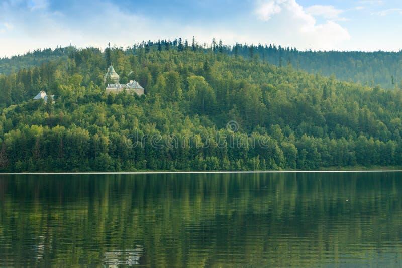Jezioro po środku wisla góry zdjęcia stock