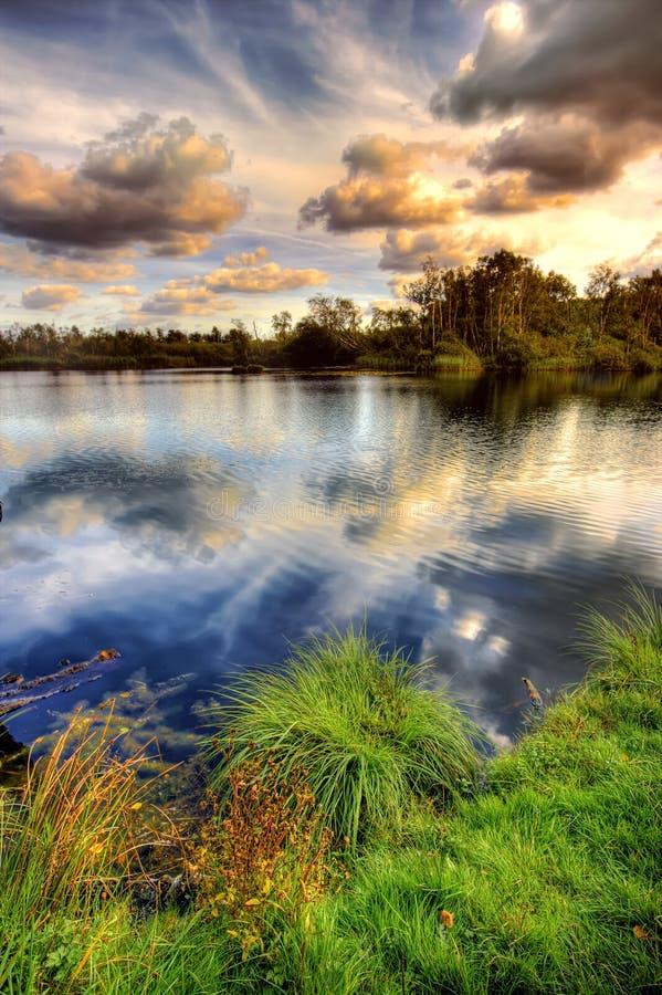 jezioro popołudniowy później zdjęcie royalty free