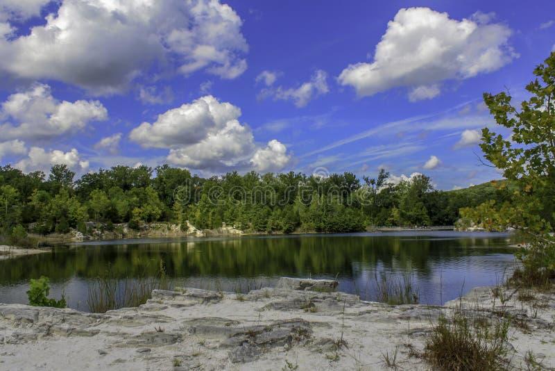 Jezioro przy Klondike parkiem w Augusta Missouri fotografia stock