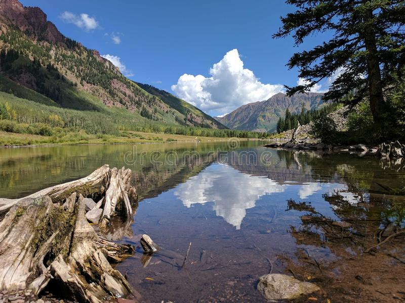 Jezioro przy Wałkoni się Dzwony fotografia royalty free