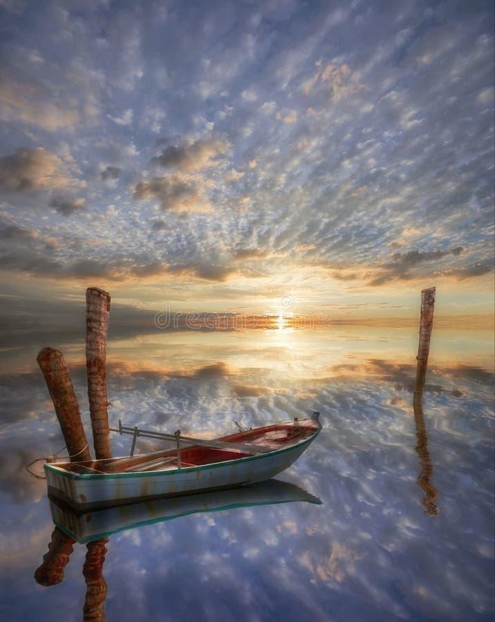 jezioro samotna stara łódź ilustracja wektor