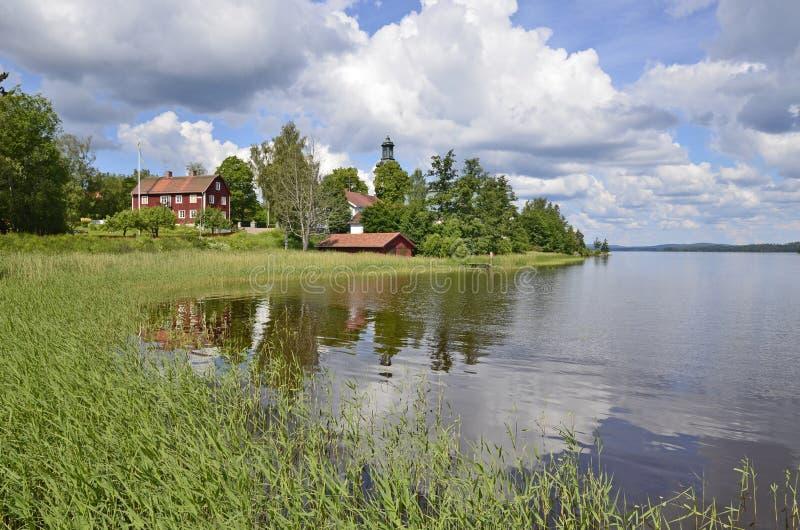 jezioro sceniczny odzwierciedlenie w domu fotografia royalty free