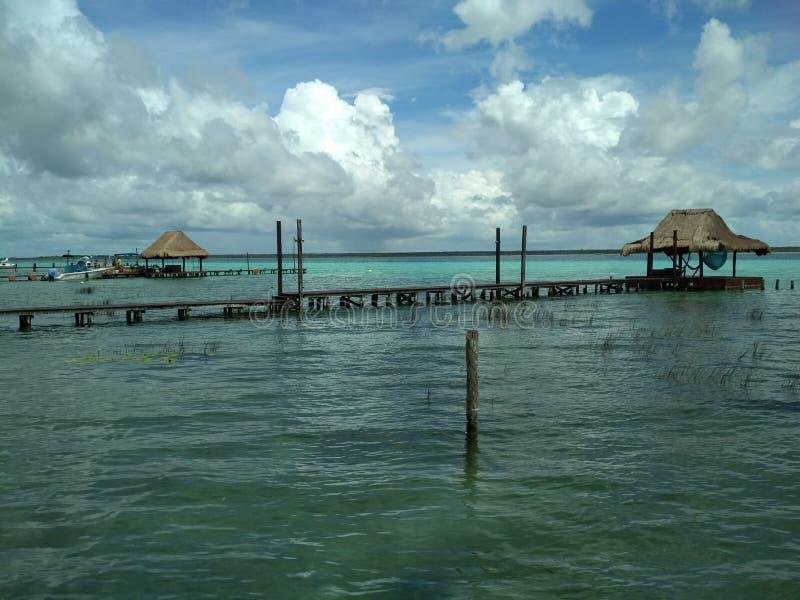 Jezioro siedem colours - Bacalar, Meksyk zdjęcie royalty free