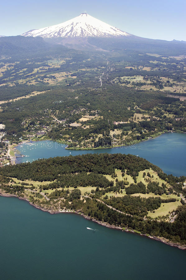 Jezioro Villarrica i wulkan, Chile zdjęcie royalty free