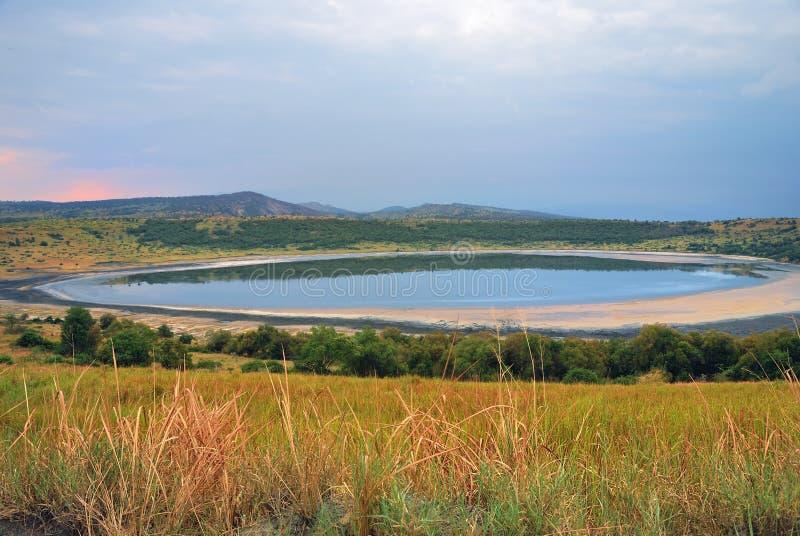Jezioro w afrykańskiej sawannie, królowa Elizabeth N P , Uganda obrazy stock