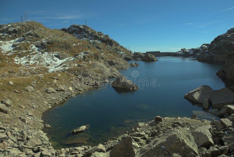 Jezioro w Alps zdjęcia stock
