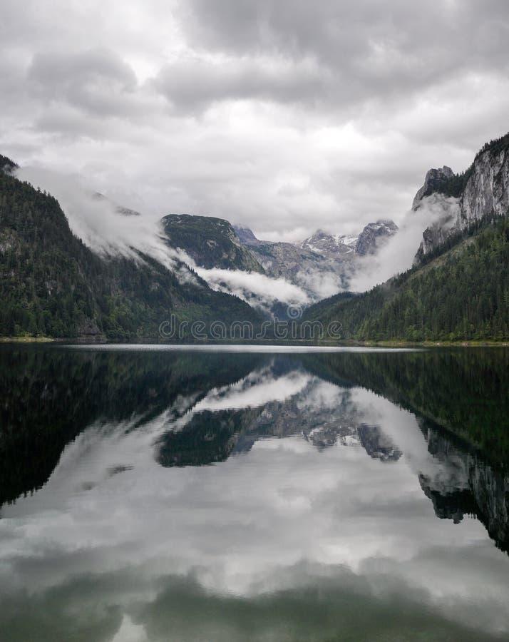 Jezioro w Austria lustrze zdjęcie royalty free