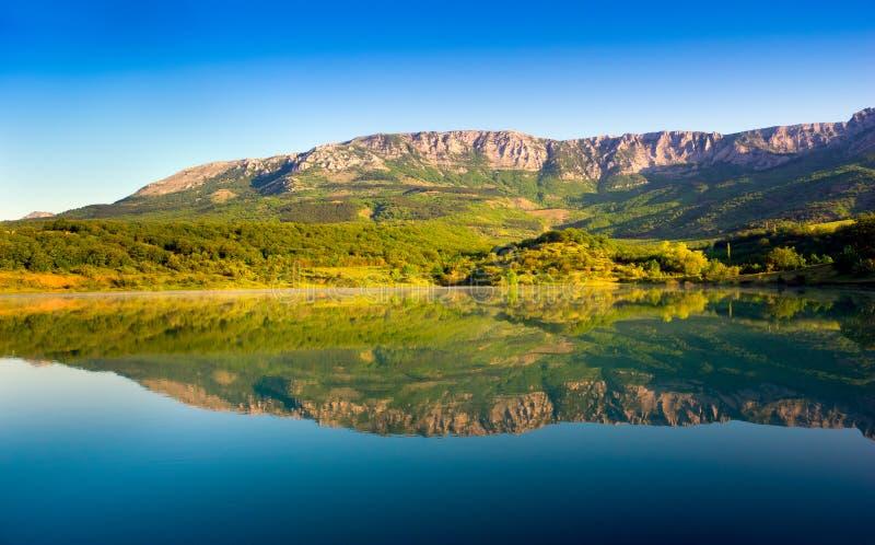 Jezioro w Crimea górach obrazy royalty free