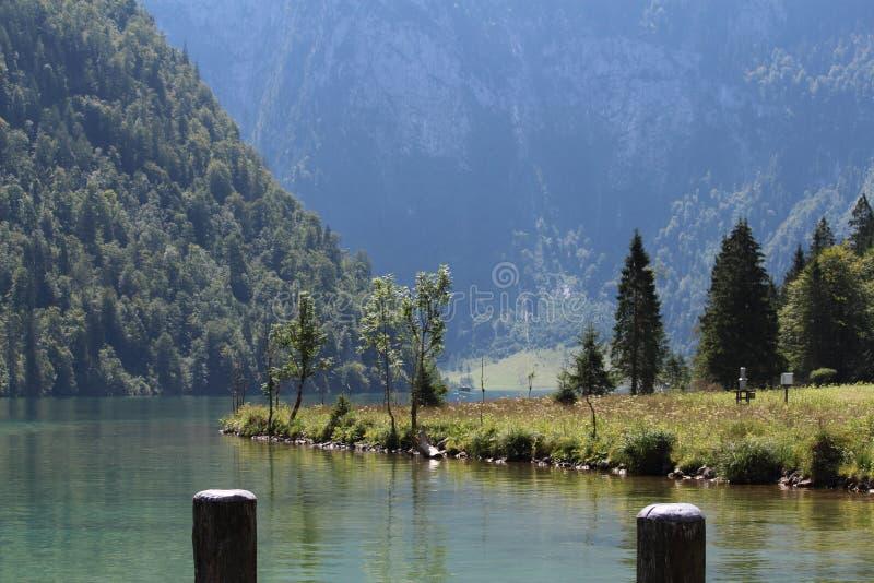 Jezioro w górach zdjęcia stock
