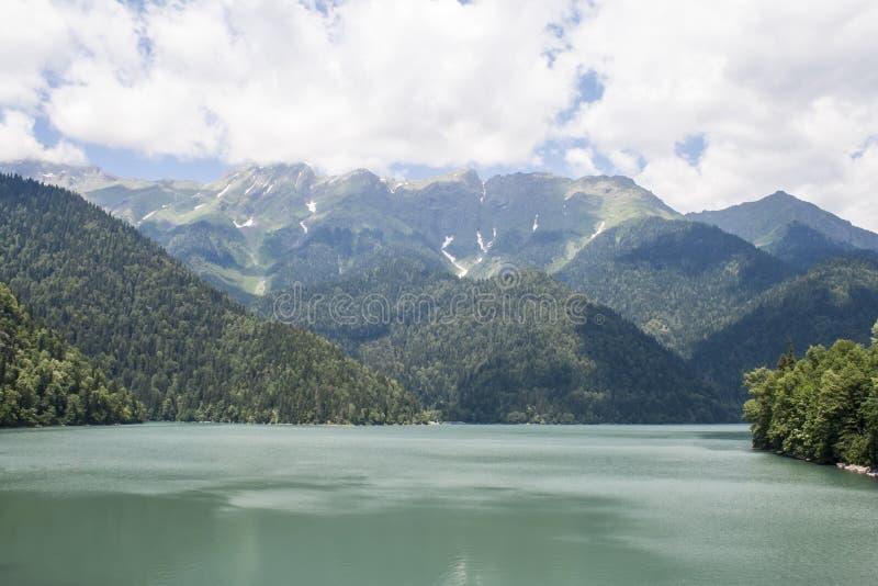Jezioro w górach zdjęcie royalty free