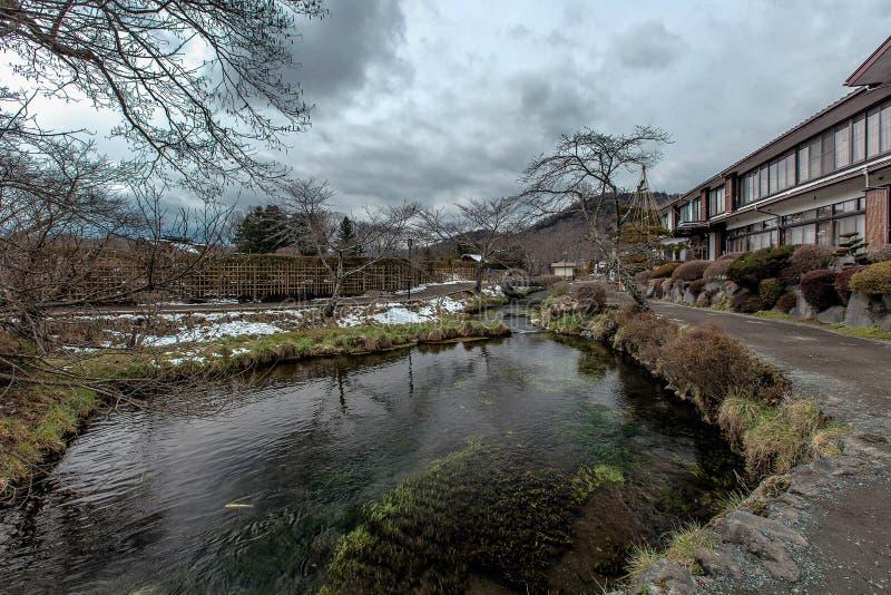 Jezioro w Oshino hakkai wiosce, Japonia fotografia royalty free