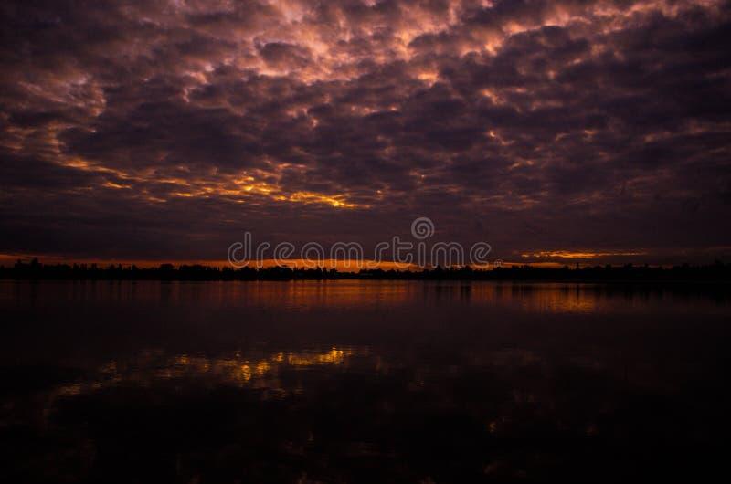 Jezioro w wieczór fotografia royalty free