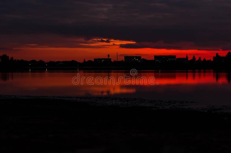Jezioro w wieczór zdjęcia royalty free