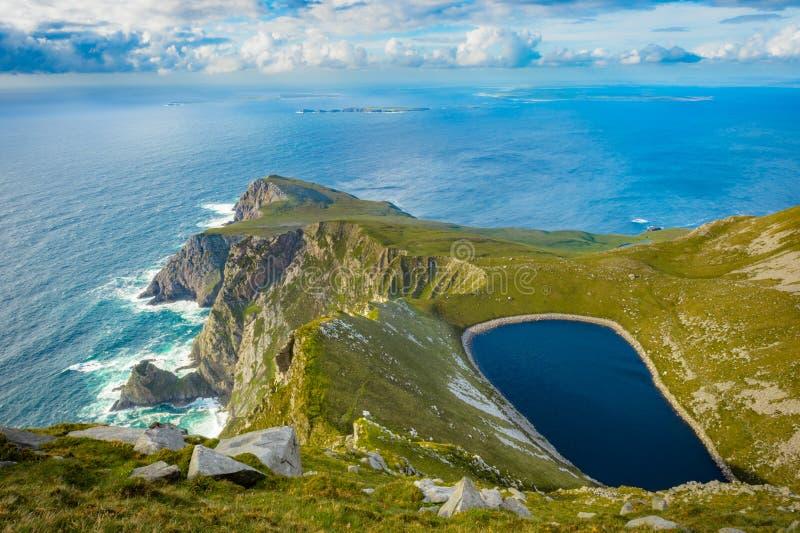 Jezioro w wzgórzu na Achill wyspie, Co mayo obraz royalty free