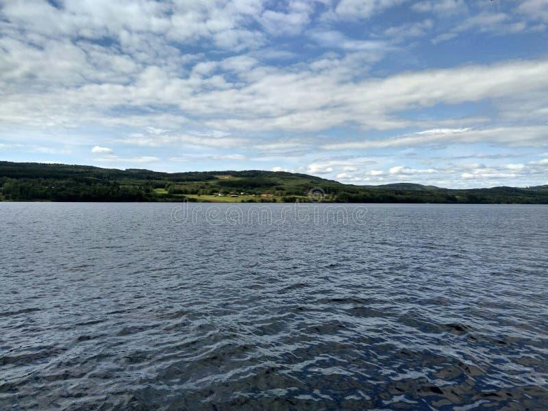 Jezioro, wioska, Szwecja fotografia royalty free