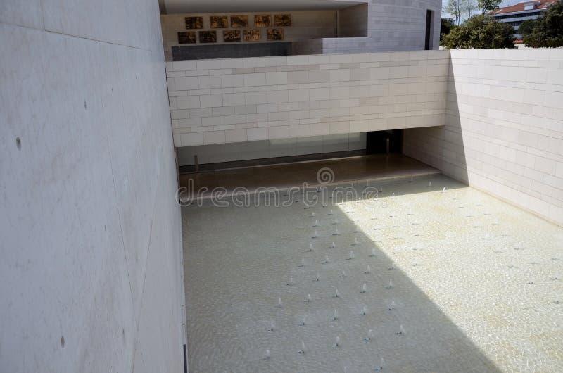 Jezioro z fontannami w sanktuarium Fatima obrazy royalty free