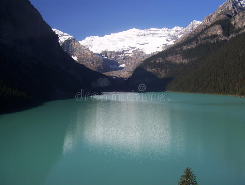 Jezioro z górami zdjęcia royalty free
