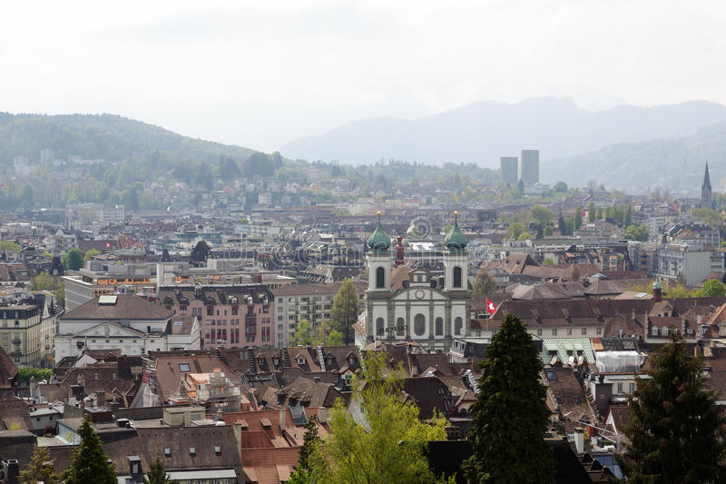 Jezuïetkerk torenhoog over Luzerne stock afbeelding