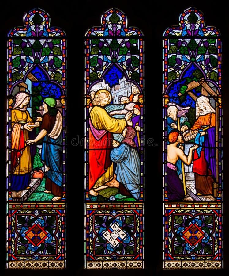 Jezus Chrystus błogosławieństwo i Leczniczy witrażu okno fotografia stock