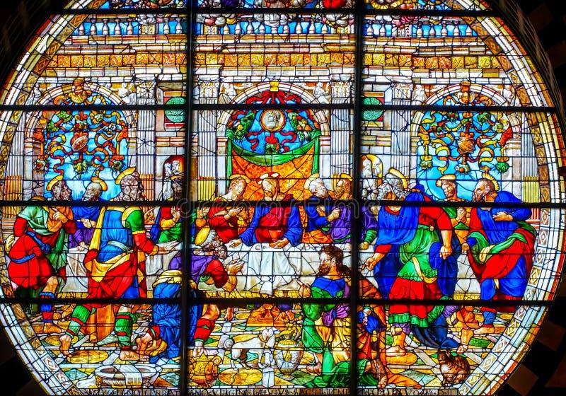 Jezus Chrystus Ostatniej kolacji Różany Nadokienny witraż Katedralny Kościelny Siena Włochy fotografia stock